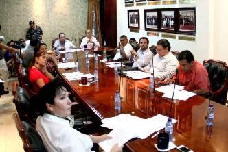El alcalde, José Antonio Agúndez Montaño, durante la sesión dijo que el Ayuntamiento de Los Cabos, forma parte del programa Cadenas Productivas, que la institución de Banca de Desarrollo Nacional Financiera impulsa para que propietarios de empresas participen como proveedores del Sector Público Municipal, a fin de elevar la competitividad empresarial en el municipio.