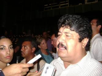 """El director general del OOMSAPALC, José Manuel Curiel Castro, dio a conocer que este organismo es apoyado con 45'457,200.00 que el FOIS aportara para la planta de Los Cangrejos y de """"La Sonoreña"""" en Santa Rosa."""