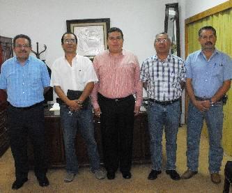 El M. en C. Gustavo Rodolfo Cruz Chávez, Rector de la UABCS, dio nombramiento al Dr. Carlos Rangel Dávalos, como Jefe del Departamento Académico de Biología Marina, y al M. en S. Juan Manuel Ávila Sandoval, como Jefe del Departamento de Recursos Humanos.