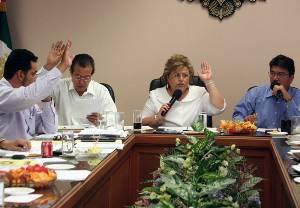 Los miembros de Cabildo puntualizaron, después de aprobar de manera unánime la propuesta de la silla alta, que en caso de que los ediles no cumplan con los requisitos para desempeñar el cargo, la misma corporación de regidores podrá destituirlos.