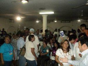 La elección se realizó la noche del pasado domingo en una jornada que inició a las cinco de la tarde pero que se fue alargando debido a la presión que se ejerció por parte de los grupos que apoyaban a la profesora Olivia Martínez Verduzco y a Francisco García Valdez.