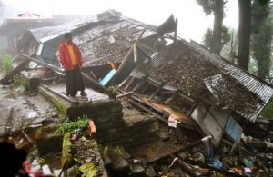 Según los socorristas, el balance de 48 muertos en India, 7 en Tíbet y 8 en Nepal podría aumentar en las próximas horas.