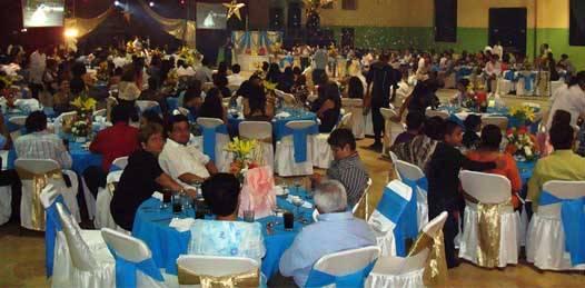 Una fiesta personal, celebrada en un espacio especial de renta, es considerada un evento público, por lo que, en el caso de que quien organiza una fiesta no pague los derechos y un inspector de eventos públicos lo descubra, este puede llevar a cabo el cobro ahí mismo.