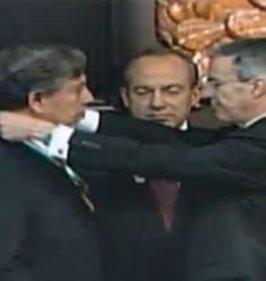 Este día, en sesión solemne, la Cámara de Senadores entregó la Medalla Belisario Domínguez 2011 al ex candidato presidencial y fundador del PRD Cuauhtémoc Cárdenas, con la presencia del presidente Felipe Calderón como testigo de honor.