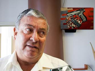 """""""Que se pierda una no quiere decir que se las estén robando ni que todos traigan armas en la policía"""", comentó Amador Soto, al aclarar que no es un acto común que se extravíen armas y que no quiere decir que robarlas sea sencillo."""