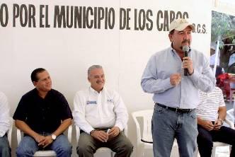 En la colonia Leonardo Gastélum, el Gobernador y el delegado estatal de la SEDESOL Carlos Corona León, respaldaron las gestiones del alcalde Antonio Agúndez y dieron inicio al programa Piso firme que tiene una inversión de 3 millones 322 mil pesos en la que resultarán beneficiadas un total de 168 familias.