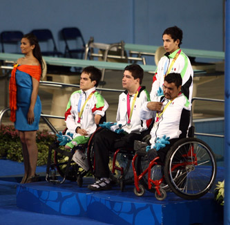 Luis Armando Andrade Guillén hizo su presentación en los Juegos Parapanamericanos de Guadalajara 2011, logrando la medalla de plata formando parte del equipo de relevos 4x50 libres y este día en forma individual tendrá doble competencia y se espera que también esté en el pódium, ya que cuenta con los mejores tiempos.