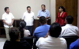 Martín Lagarda Ruiz, delegado de Cabo San Lucas, felicitó a los tortilleros por tomar la decisión de capacitarse por medio de este seminario, el cual les dará la oportunidad  adquirir las bases para mejorar e incrementar sus negocios.