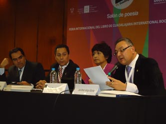 """El Mtro. José Alfredo Verdugo Sánchez, Titular del Centro de Desarrollo Bibliotecario de la UABCS, participó en la presentación de la obra: """"Evaluación bibliotecaria: un compendio de experiencias"""", en el marco de la FIL Guadalajara."""