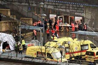 El ataque ocurrió en la plaza Saint-Lambert, la principal de la ciudad, donde está situado el palacio de justicia y cerca de un mercado muy popular, al que en estas fechas acuden a diario centenares de personas para hacer sus compras de Navidad.