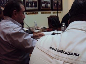 Otro de los temas que guarda la agenda del Alcalde Agúndez, fue que en junio del 2012, de manera alterna al G20, también se está programando se realice el B20 o Business 20 ó 25, que son los empresarios que pudieran estar analizando la economía mundial, así como lo que se haga aquí en el Municipio de Los Cabos.