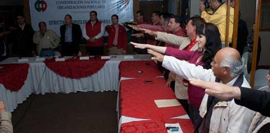 """Barroso Agramont recordó los exitosos cuadros que el cenopismo sudcaliforniano ha entregado al estado """"personajes como el pasado líder de la CNOP Román Pozo o, hay que decirlo, nuestra presidenta municipal Esthela Ponce Beltrán quienes han dado grandes victorias al Partido Revolucionario Institucional"""" aseveró."""