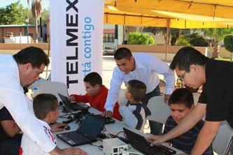 Telmex y el Ayuntamiento instalan internet público en Miraflores.
