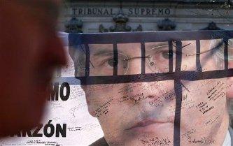 El pasado 9 de febrero, el Tribunal Supremo de España condenó a Garzón a 11 años de inhabilitación por el caso de las intervenciones telefónicas al instruir el caso de corrupción conocido como 'Gurtel'.