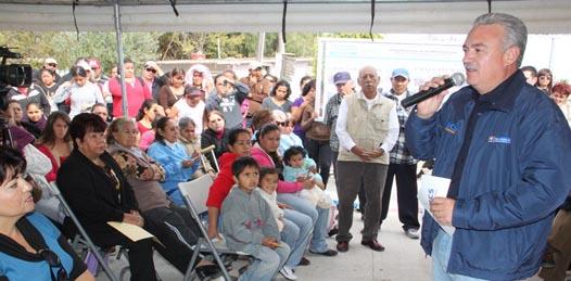 Con una inversión superior a los 3.6 millones de pesos, el Gobernador Marcos Covarrubias Villaseñor entregó la pavimentación de las calles 21 de octubre y Adolfo López Mateos en la población de Guerrero Negro, en gira de trabajo por este municipio.