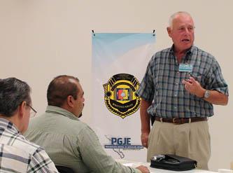 """Actualizar los conocimientos en Agentes de Investigación, Peritos y Agentes del Ministerio Público es el objetivo del curso """"Técnicas de Investigación Policial"""", impartido por Peter W. Rathburn."""