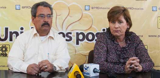"""Respecto a su hermano, el exgobernador Leonel Cota Montaño, la dirigente del PRD recordó que este sigue siendo consejero nacional, aunque """"por obvias razones no se ha presentado nunca"""" ante el Consejo."""