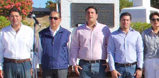 """Aunque se dijo respetuoso de cada partido Valdivia Alvarado no dejó de expresar como a él """"como seguramente a muchos sudcalifornianos, nos extrañó ver el nombre del senador ahora contendiendo bajo las siglas del PRD"""" dijo de Luis Coppola Joffroy."""