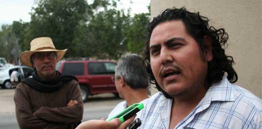 """El representante legal de Carlos Villavicencio llamó al recurso legal presentado por el abogado universitario, Arturo de la Rosa, como una """"graciosa demanda""""."""
