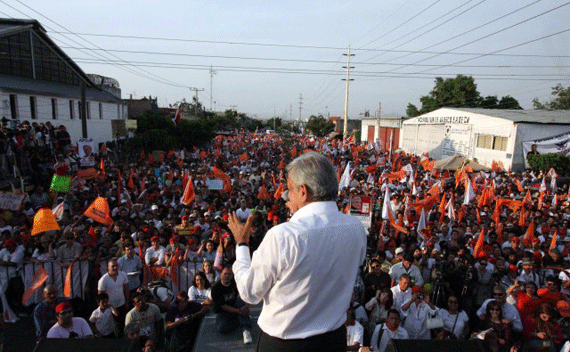 Existe estrategia mediática para imponer presidente en México: AMLO