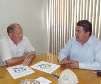 El M. en C. Gustavo Rodolfo Cruz Chávez, Rector de la UABCS, y el Dr. John Pierce, Director de la Facultad de Medio Ambiente de la Universidad Simon Fraser, de Canadá, firmaron un acuerdo de entendimiento para fortalecer la colaboración a nivel posgrado.