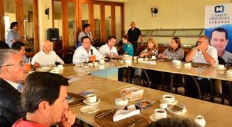 En reunión con el grupo Madrugadores de Los Cabos y empresarios locales, el candidato del PAN al Senado de la República, Carlos Mendoza Davis, se comprometió a proponer reformas para reducir el gasto en estados y municipios, así como reorientar los recursos provenientes de excedentes petroleros.