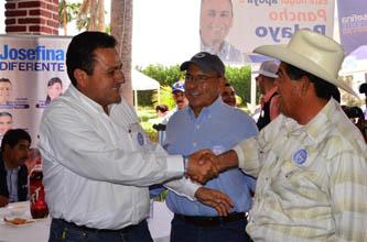 Mendoza Davis dijo que canalizará fondos de la Conagua y de la Conafor al Gobierno del Estado y a los municipios, para que cuenten con infraestructura que permita recargar los mantos acuíferos y generar alternativas al consumo de agua de las familias.