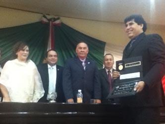 Zúñiga Ojeda agradeció la presea y dijo sentirse orgullo de ser de San Ignacio y haber cumplido sus metas luego de cuarenta años dedicados al estudio, fomento y formación de grupos, de danza folclórica.