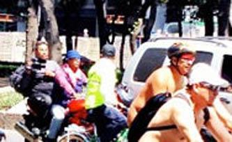 El grupo, que demanda respeto de los conductores de autos que no respetan a quienes pedalean bicicletas, comenzó su ruta poco antes del mediodía por los carriles centrales de Paseo de la Reforma.
