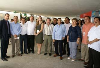Al evento, en el que fungió como anfitrión el presidente de la CANACINTRA, Armando Covarrubias Flores,  también asistió la presidente municipal de La Paz, Esthela Ponce Beltrán y autoridades del gobierno federal, estatal y del municipio.
