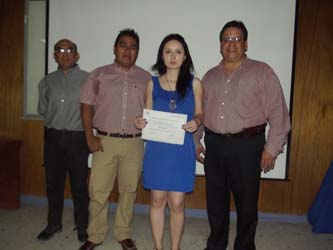 Lizeth Daniela Trasviña Carillo, egresada de la carrera de Biología Marina de la UABCS, realizó un estudio sobre el calamar gigante en Santa Rosalía.