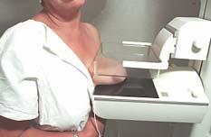 Con equipo para realizar 25 mastografías diarias, el Centro de Oncología, Rubén Cardoza, actualmente se encuentra operando a la mitad de su capacidad, y para el doctor Rogelio Ortiz Batanero, director de la dependencia, esto se debe a falta de cultura preventiva por parte de la población femenina.
