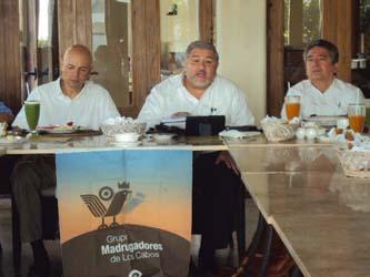 Roberto Castañeda Castañón, asesor fiscal y contable, durante su participación en el desayuno del Grupo Madrugadores de Los Cabos.