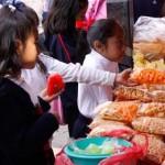 Las botanas que se vendan dentro de las escuelas en este estado, no deberán contener más de 220 miligramos de sal por paquete, mientras que las galletas y postres deberán ser elaborados, en un 100 por ciento, de grano entero (el año pasado sólo se requería el 66 por ciento).