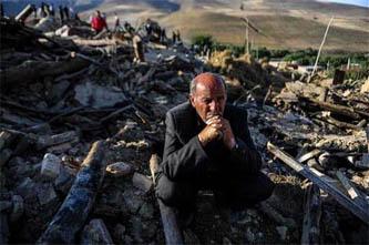 Al menos 250 personas han muerto en Irán a causa de los dos terremotos casi seguidos que sacudieron el sábado el noreste del país.