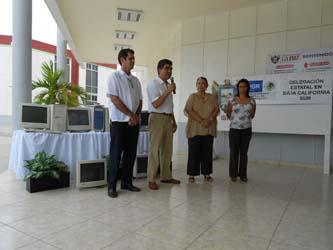El propio delegado de la dependencia federal, José Bernal Romero, hizo entrega del equipo a la Oficial Mayor municipal, Rosa María Montaño.