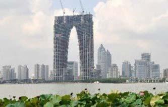 Causa controversia. Un rascacielos en proceso de construcción ha causado polémica en China debido a su forma de calzoncillos largos, según los ciudadanos y medios de comunicación locales.