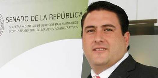 """""""No a la minería tóxica, sí al desarrollo sustentable en Baja California Sur, no a la liberación de las especies reservadas para la pesca deportiva, sí para apoyos a la pesca comercial"""", señaló Ricardo Barroso."""