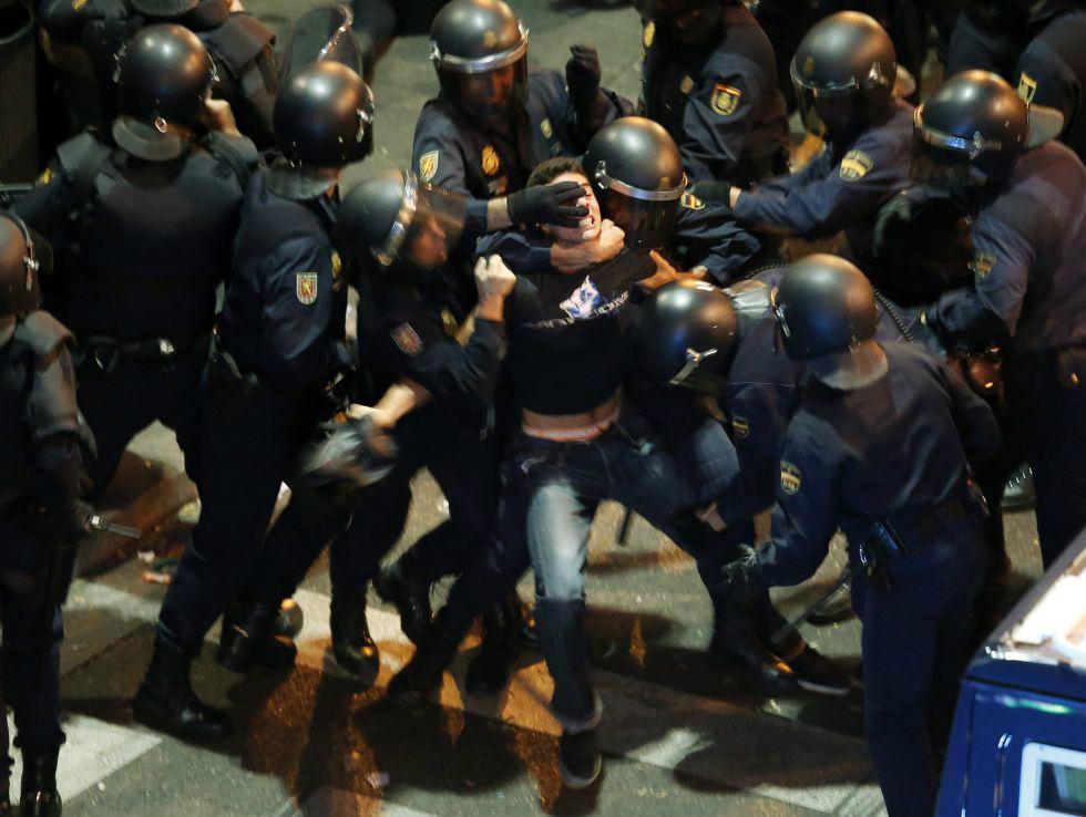 Españoles rodean Congreso