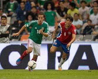 La selección de México vence por la mínima diferencia a Costa Rica en el Estadio Azteca, con lo que asegura su boleto al hexagonal final de la Concacaf.