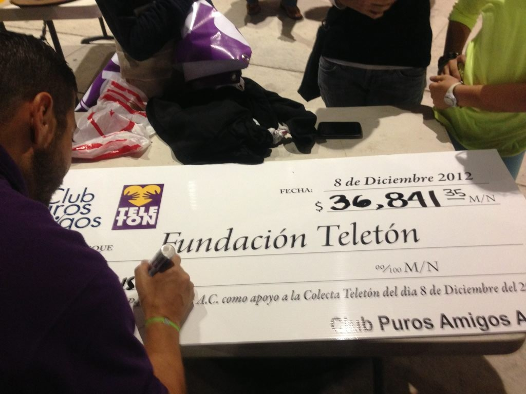 "Colecta ""Club Puros Amigos"" 36 mil pesos para Teletón"