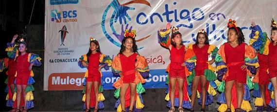 "El grupo de danza infantil femenil ""KADIPÁ"" a cargo de Rafael Ramírez"