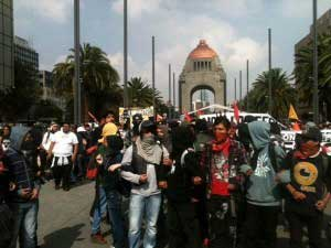 Se dirigen manifestantes a la Cámara de Diputados