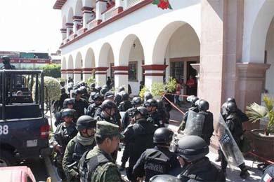 Ejército Mexicano en Apatzingán.