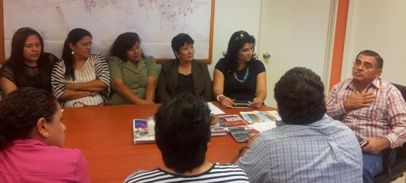comisión de vecinos encabezados por la diputada local, Jisela Paes