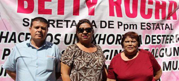 """Alicia Uribe Figueroa pidió a sus compañeras de partido """"que reflexionen y que acudan a los tribunales para impugnar esta decisión de  designar a las esposas de Osuna y Susarrey""""."""