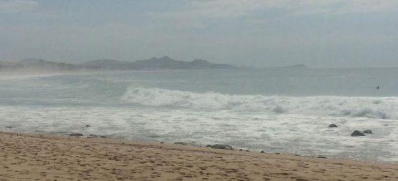 mar de fondo en playas de Los Cabos.