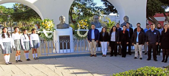 guardias de honor en el busto de Ildefonso Green Ceseña