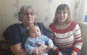 Zoya junto a su hija Lucia y uno de sus nietos.