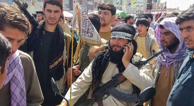 Toman talibanes la sede presidencial